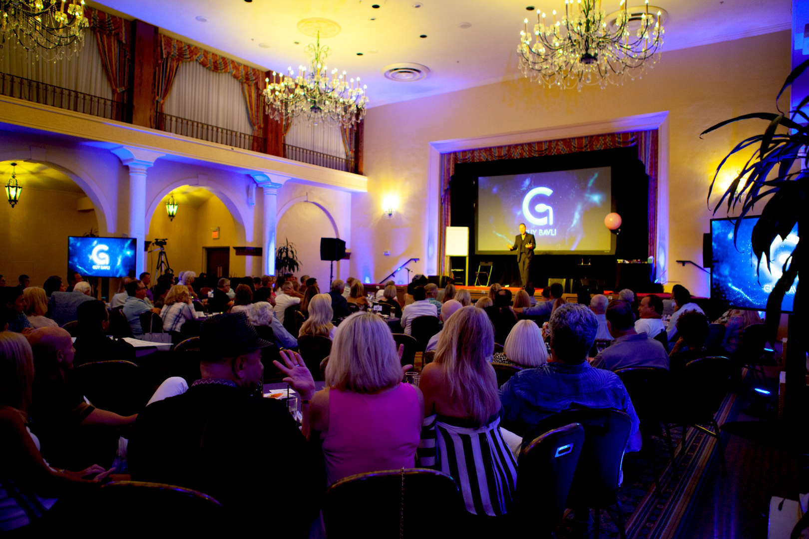 How To Find a Corporate Entertainer For Your Next Event